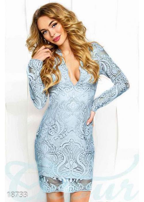Коктейльное платье декольте