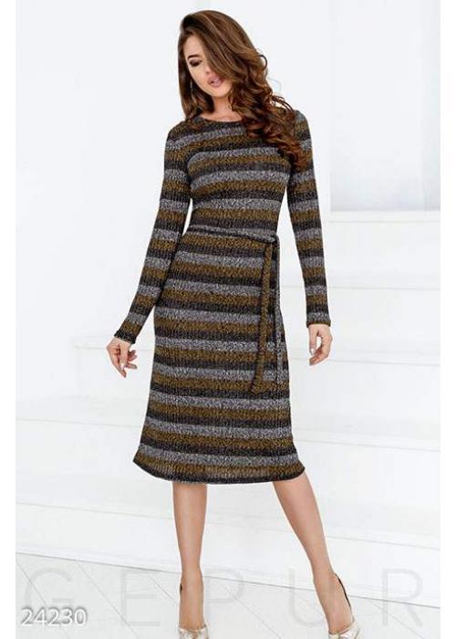Вязаное платье-миди