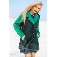 Пальто в горошек с контрастными рукавами